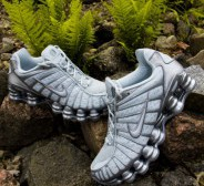 NIKE SHOX TL Pure platinum/Chrome trainers!